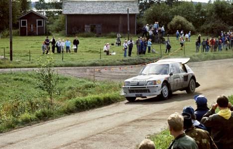 Juha Kankkunen ja Juha Piironen vauhdissa Jyväskylän suurajoissa 1986.