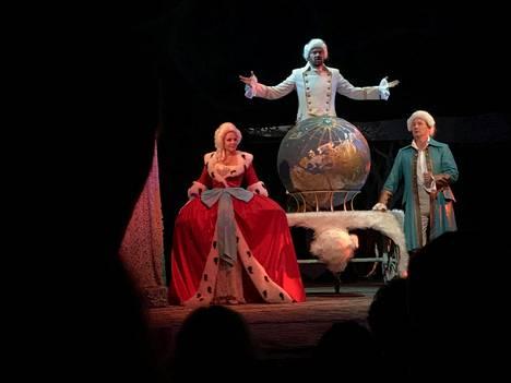Elena Kondulainen näyttelee parhaillaan Katariina Suuren roolia moskovalaisen Luna-teatterin Casanova-näytelmässä.
