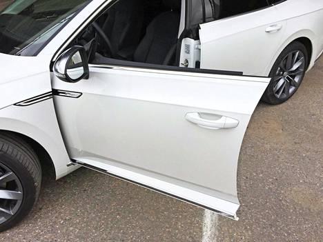 Ovilasien kehyksettömyys on tuttu kikka mm. BMW:n 4-sarjan Gran Coupé malleista.
