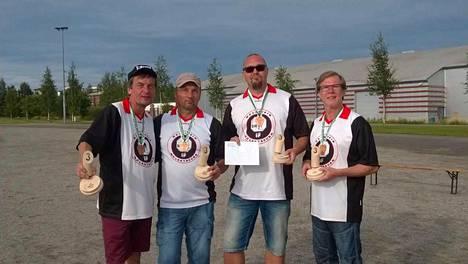 Vuonna 2016 HMS Nuevo Bueno juhli SM-pronssia. Joukkueen muodostIvat Jukka Mäntylä (vas.), Marko Lusi, Toni Laakso (kapteeni) ja Juha Hammaren.