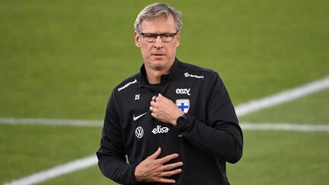 Markku Kanerva harjoituksissa Helsingin Olympiastadionilla lokakuussa 2020 ennen Huuhkajien Kansojen liigan Irlanti-ottelua.