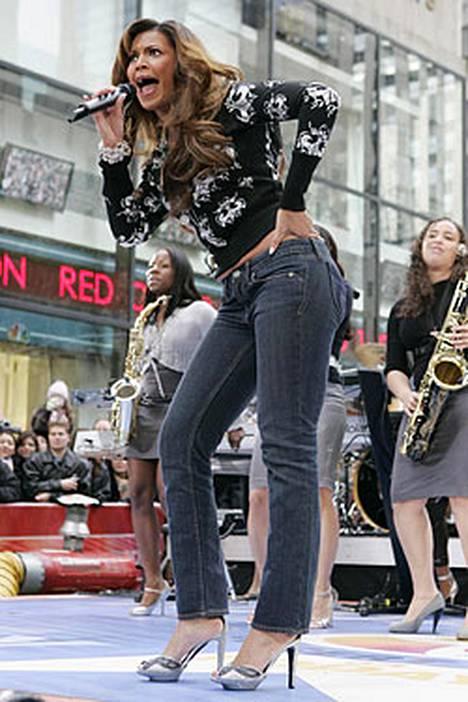 Superdiivaksikin haukuttu Beyonce muuntautuu alter ego -hahmokseen ollessaan lavalla.