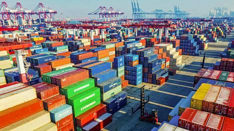 Kontteja Qingdaon satamassa Kiinassa tammikuun puolivälissä.