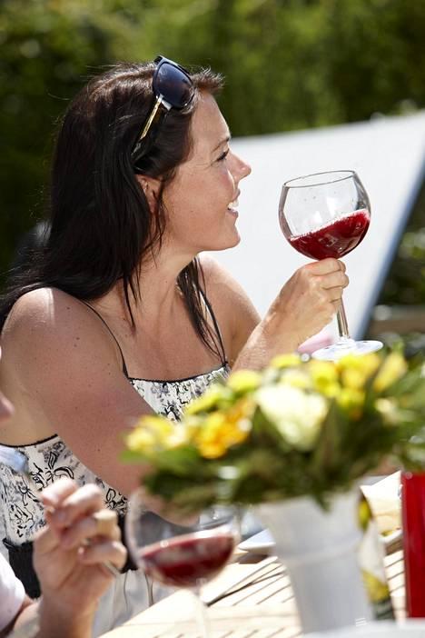 Kesän vyötäröystävällisin juoma on vesi, ei viini.