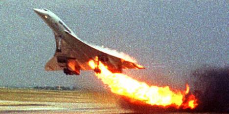 Concorde-yliäänikone syttyi tuleen jo nousukiidossa Charles de Gaullen lentokentältä 25. heinäkuuta 2000.