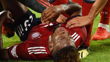 Bayern Münchenin Kingsley Comanin ottelu päättyi kovaan tuskaan.