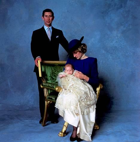 Prinssi Harryn virallinen ristiäiskuva vuodelta 1984.
