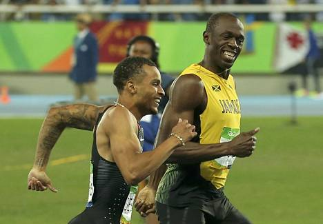 Bolt ja Andre de Grasse 200 metrin semifinaalissa Rion olympialaisissa.