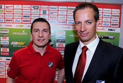 Valmentajat Ville Peltonen (vas.) ja Antti Törmänen HIFK:n väreissä vuonna 2014.