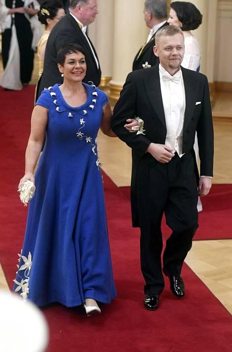 Viime vuonna Hannakaisa Heikkinen saapui Linnan juhliin miehensä Harri Kärkkäisen kanssa.