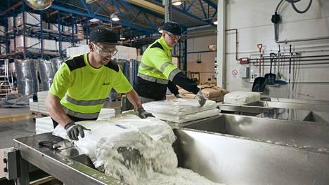 Maskeissa tarvittavan kuitukankaan valmistaa Ahlstrom-Munksjö.