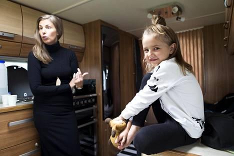 Malla ja Karla-tytär.