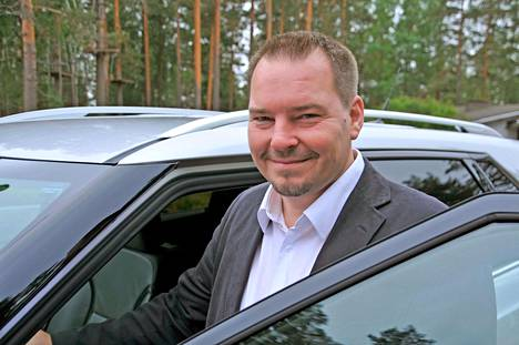 Jussi Hannukkala tunnustautuu Saab-mieheksi henkeen ja vereen. Ei siis ihme, että Suomen ensimmäinen 9-4X löytyy juuri hänen tallistaan.