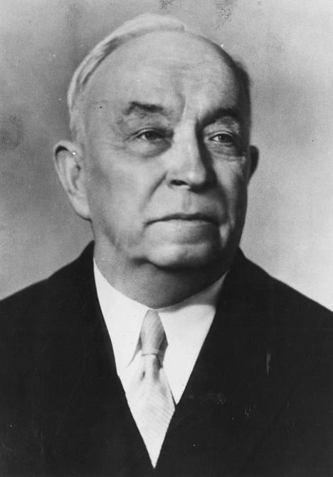 """Otto Wille Kuusinen johti talvisodan aikana 1939-40 Neuvostoliiton perustamaa Terijoen nukkehallitusta, jolla oli myös hämäystarkoituksiin koottu """"Suomen kansanarmeija""""."""