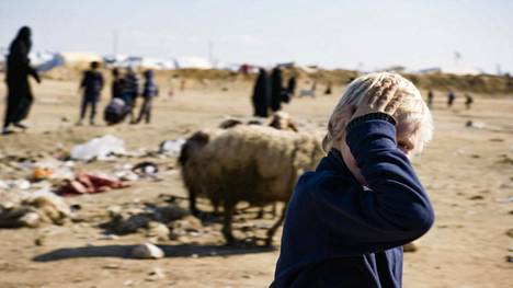Suomalaispoika al-Holin leirillä.