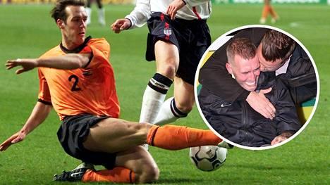 Fernando Ricksen pelasi urallaan myös Hollannin maajoukkueessa. Ricksen reagoi tunteikkaasti (pikkukuva), kun hän sai patsaan kasvattajaseuransa Fortuna Sittardin stadionille 2018.