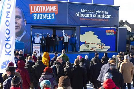 Petteri Orpo Oulun Torirannassa Kauppatorilla kokoomuksen vaalitilaisuudessa.