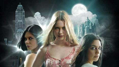 Nymfeissä näyttelevät Rebecca Viitala (Kati Ordana), Sara Soulié (Didi Tasson) ja Manuela Bosco (Nadia Rapaccini).