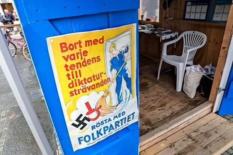 Liberaali- ja keskustapuolueet vetävät porvaripuolueista liberaaleinta maahanmuuttopolitiikkaa. Ruotsidemokraattien Jimmie Åkesson on ilmoittanut ettei tue hallitusta, jossa nämä puolueet olisivat mukana.