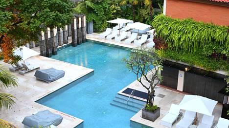 Hotelleille myönnetyt tähdet eivät ole standardoitu järjestelmä. Esimerkiksi nepalilaisen viiden tähden hotellin palvelut voivat erota merkittävästi viiden tähden hotellista Tukholmassa.