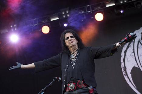 Alice Cooper toimii Hollywood Vampiresin solistina.