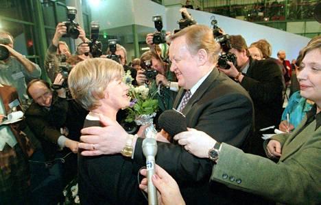 – Se oli ensimmäinen aito, suora kansanvaali, Matti Rönkä muistelee Rehnin ja Ahtisaaren kisaa 1994.