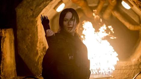 Katniss Everdeen (Jennifer Lawrence ) ymmärtää, että pelissä ei ole enää pelkkä selviytyminen, vaan koko Panemin tulevaisuus.