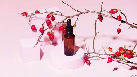 Ruusunmarjaöljyn päivittäinen käyttö iholla edistää ihosolujen uusiutumista ja auttaa pitämään ihohuokoset puhtaina.