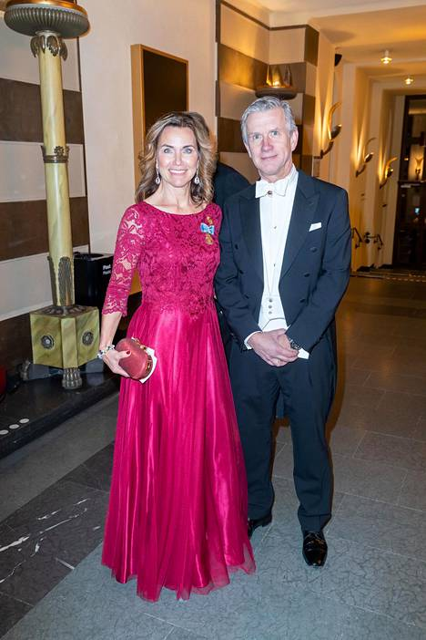 Pinkki ja punainen olivat tämän vuoden hittivärejä. Kuvassa Margareta ja Magnus Thorgren.