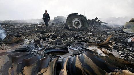 Malesian Airlines -yhtiön kone ammuttiin alas 17.7.2014. Kone putosi Ukrainaan Donetskin alueelle.