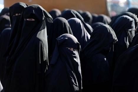 Naisia kuvattuna al-Holin leirillä viime vuonna.