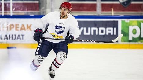 Teemu Turunen siirtyy Sveitsiin edustamaan HC Davosia.