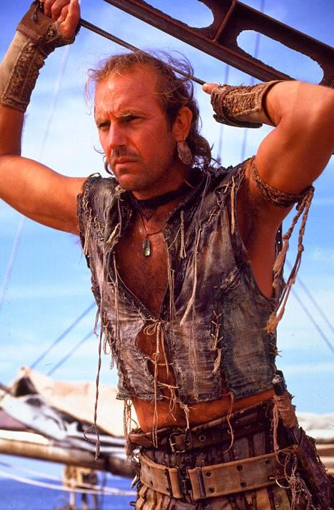 Kevin Costner esittää Waterworldissa salaperäistä yksinäistä kulkijaa, joka seilaa vesillä trimaraanillaan.
