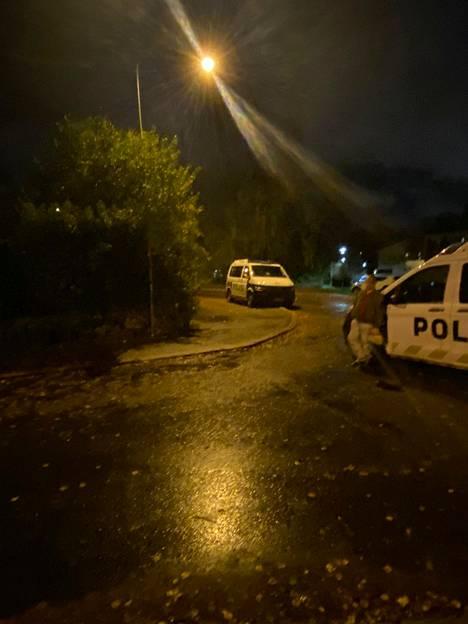 Kannelmäessä oli maanantai-iltana useita poliisipartioita.