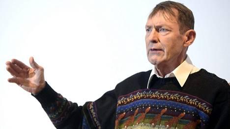 """Esko Seppänen puhuu eutanasian puolesta, koska joutui seuraamaan """"kauheaa kuolemaa"""" lähipiirissään."""