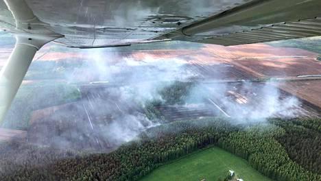 Etelä-Karjalan pelastuslaitoksen handout-kuva Taipalsaaren turvetuotantoalueen tulipalosta, 11. kesäkuuta 2019.