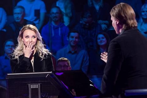 Mira Holappa pääsi miljonäärin penkille jaksossa, joka esitettiin televisiossa keväällä 2017.