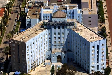 Skientologien valtava kirkkokompleksi Hollywoodissa kuvaa hyvin trendiuskontojen pyrkimystä näyttävyyteen.