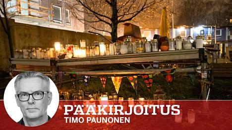 Teinisurman tekopaikka Helsingin Koskelassa on täyttynyt kynttilöistä viime kuukausina.