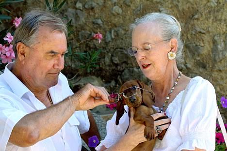 Tanskan kuningatar Margareeta ja hänen edesmennyt puolisonsa prinssi Henrik rakastivat koiria. Kuva on otettu vuonna 2006.