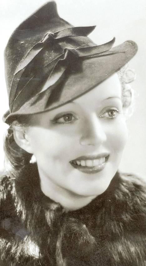 Helena Kara kuvattuna vuonna 1938.