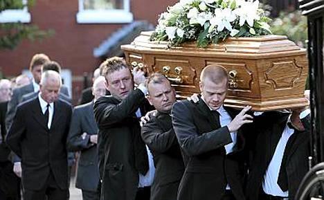 Higgins saateltiin haudan lepoon Belfastissa.