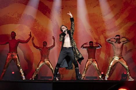 Dan Stevens esittää venäläistä ennakkosuosikkia Alexander Lemtovia.