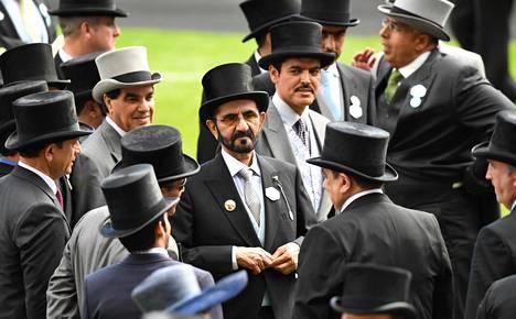 Sheikki al-Maktoum osallistui Royal Ascot -hevoskilpailuihin juhannuksen aikaan poikkeuksellisesti yksin.