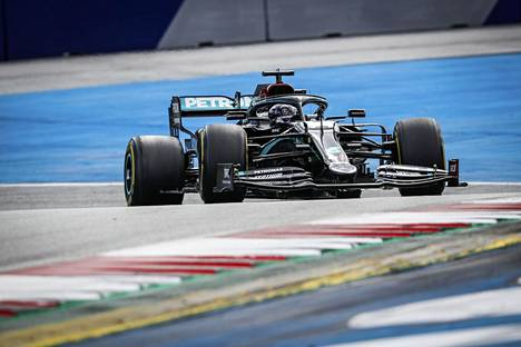 Steiermarkin GP satoi Hamiltonin pussiin. Yltääkö brittikuski historialliseen voittoon Unkarissa?