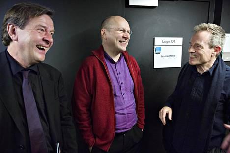 Säveltäjä Magnus Lindberg (vas.), sellisti Anssi Karttunen sekä John Paul Jones kuvattuna joulukuussa 2015.