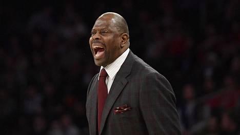Entinen huippukoripalloilija Patrick Ewing toimii nykyään valmentajana.