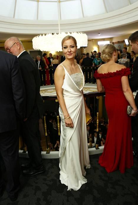 Artisti Mariska pukeutui Mert Otsamon pukuun.