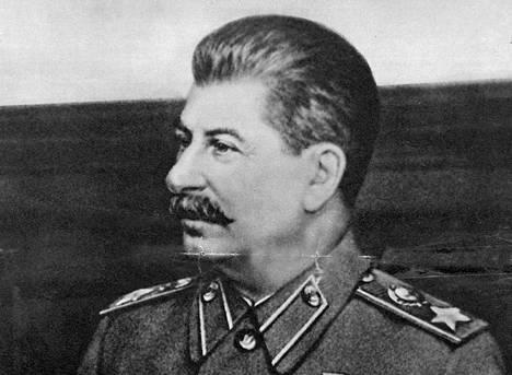 Jos Suomen armeija olisi havainnut Sandarmohin 1930-luvun poliittisten vainojen uhrien haudat jo jatkosodan aikana, niitä olisi käytetty sotapropagandassa Josif Stalinia vastaan, Antti Kujala uskoo.