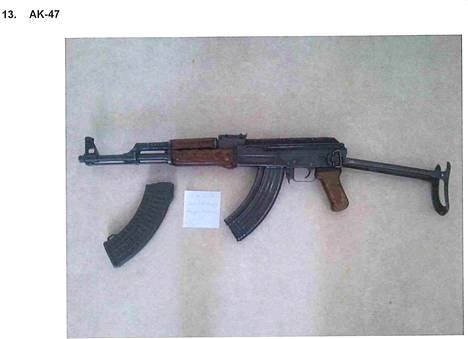 Taittuvalla perällä varustettuja AK-47 rynnäkkökiväärejä päätyi myös poliisin haaviin.
